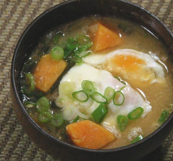Zuppa di Miso con Uovo e Zucca